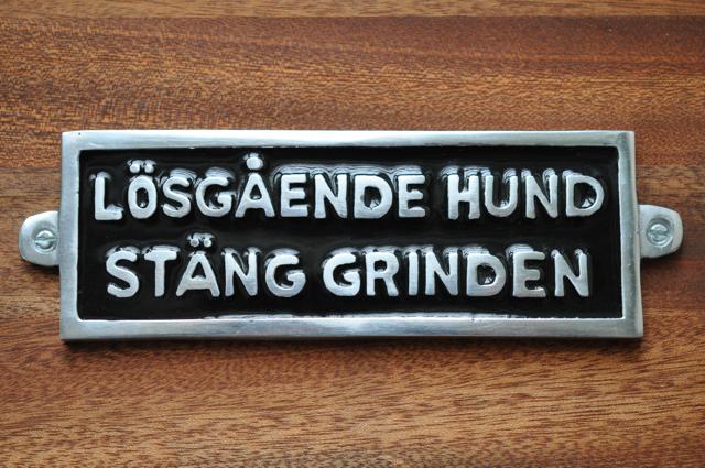 LÖSGÅENDE HUND - STÄNG GRINDEN