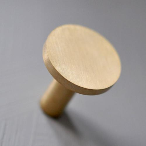 Rund mässingskrok - borstad - 3 cm - L