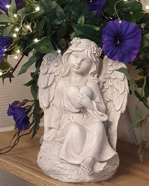 Eden Ängel Håller Hjärta