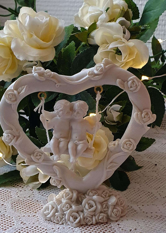 Förälskade Änglar Gungar I Ett Hjärta