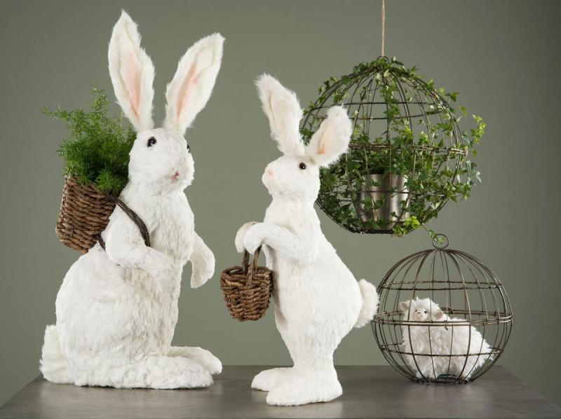 Hare med Korg Vit