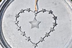 Zinkhjärta med stjärnor
