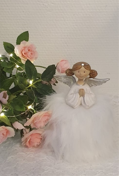 Söt ängel med kjol.