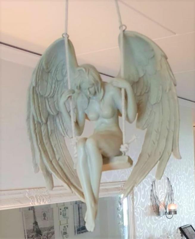 Ängel I Gunga