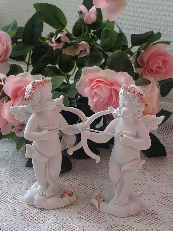 Ängel med pilbåge och rosenkrans 2-Set