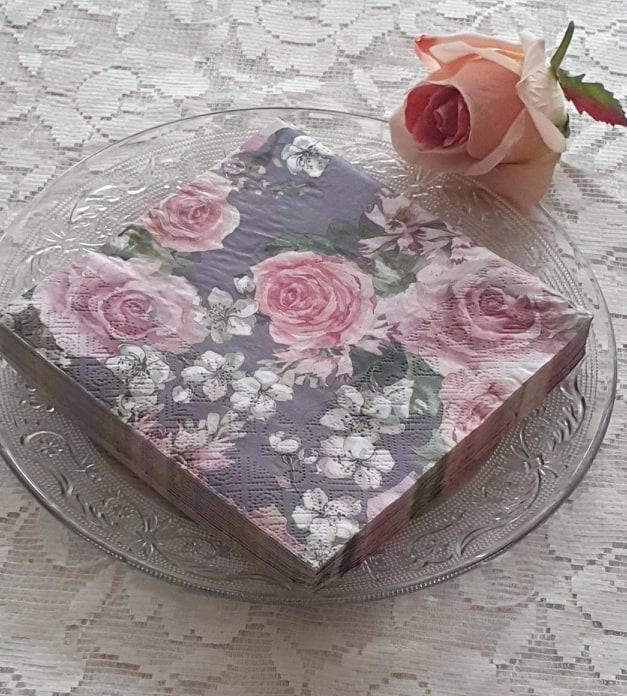 Servetter Rosa Rosor Och Körsbärsblommor