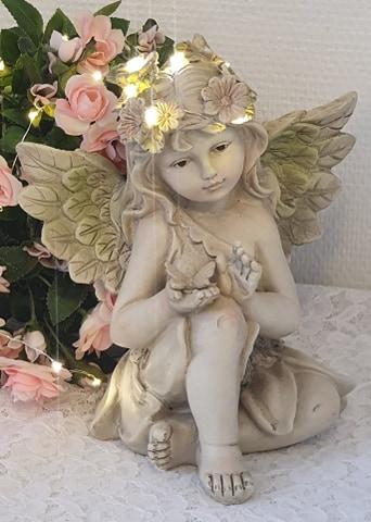 Sittande Ängel Med Fjäril LED