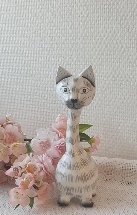 Stående Katt I Trä