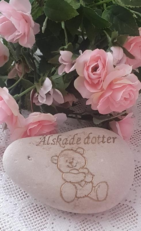 Sten Med Graverade Text - Älskade Dotter