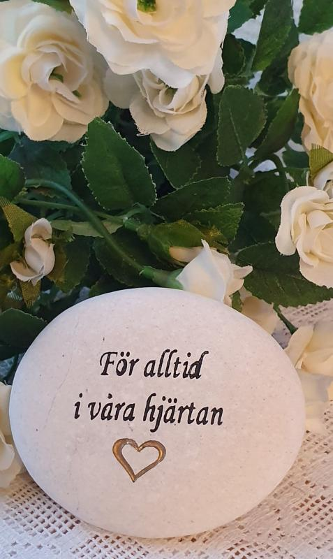 Sten Med Graverade Text - För Alltid I Våra Hjärtan