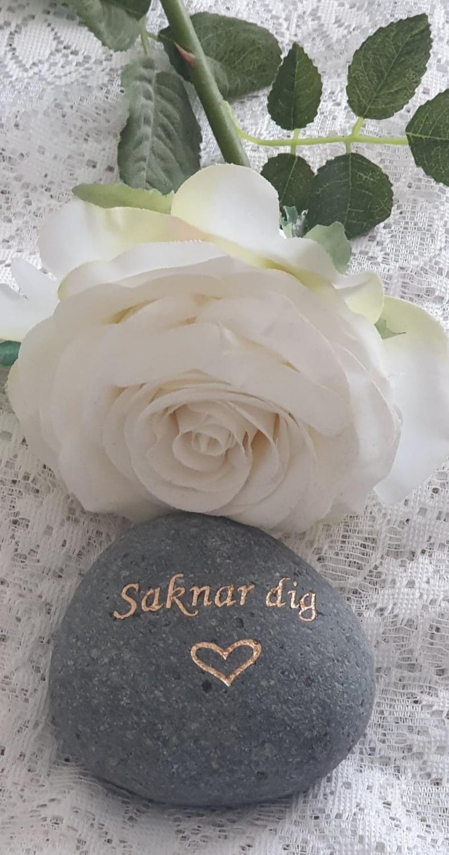Sten Med Text Och Hjärta - Saknar Dig