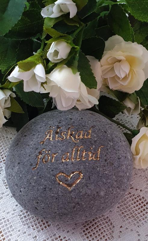 Sten Med Text Och Hjärta - Älskad För Alltid