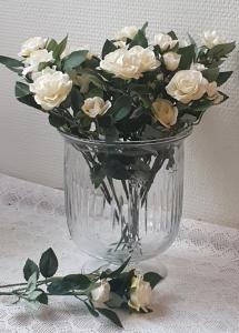 Vita Rosor På Kvist 27 cm