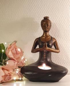 Ljushållare Yogakvinna Svart