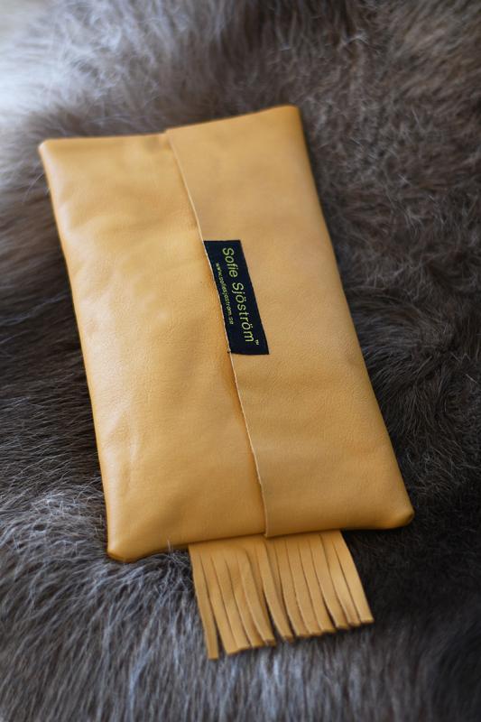 Midi Bag i sandfärgat svenskt läder