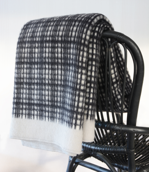 Darling lambswool throw Black/white/light grey