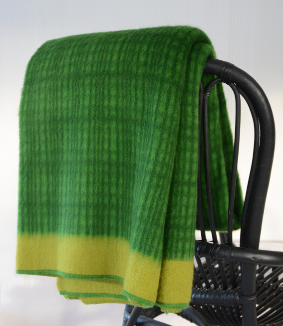 Darling lambswool throw Kiwi