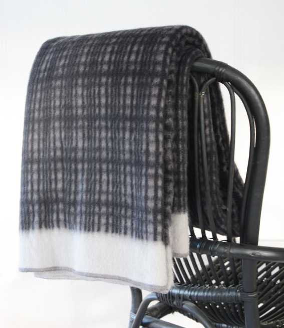 Darling lambswool throw Grey/black/light grey