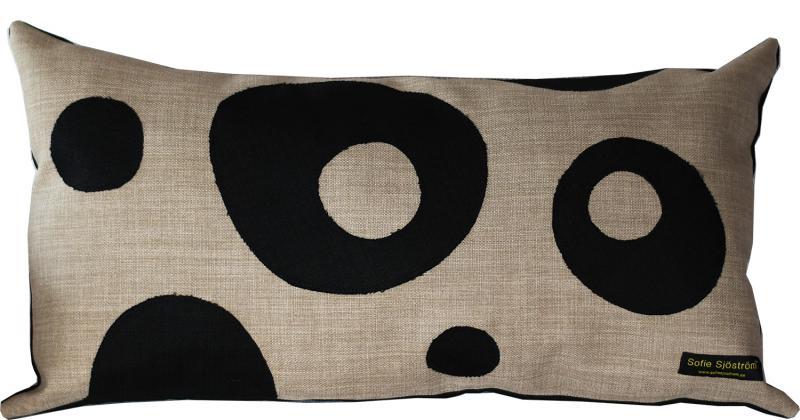 Dots stoppad kudde beige/svart 65x35 cm