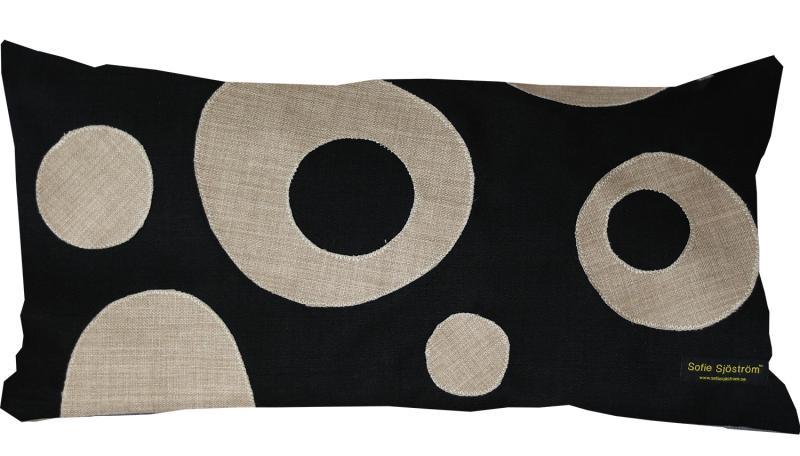 Dots stoppad kudde svart/beige 65x35 cm