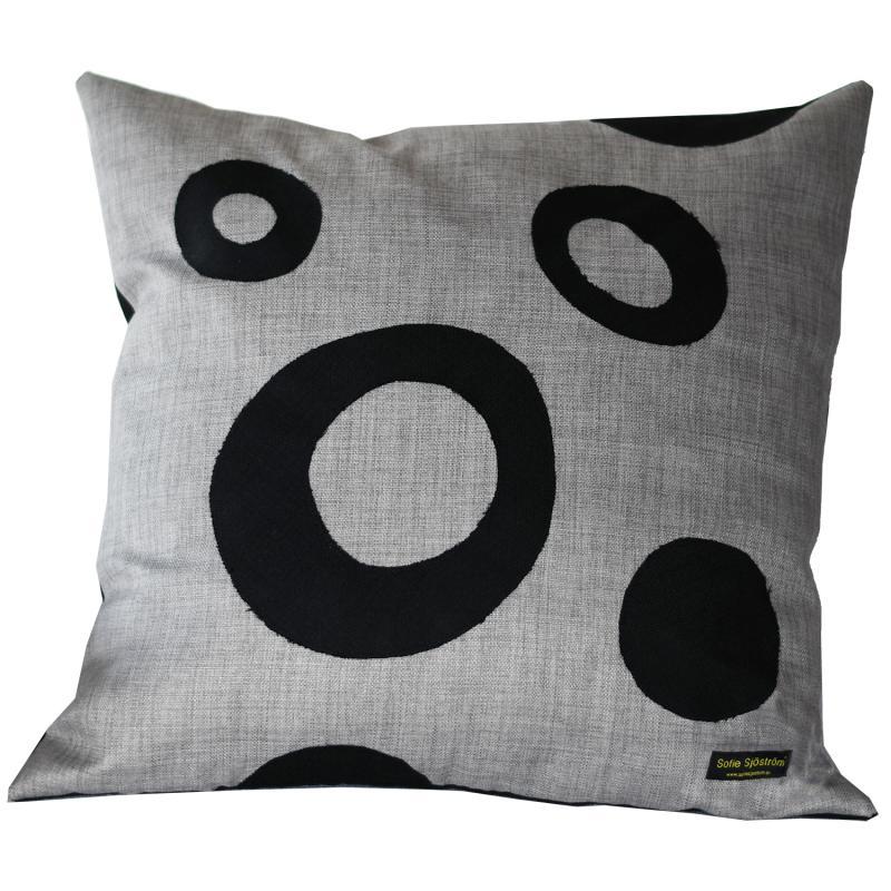 Dots stoppad kudde grå/svart 60x60 cm