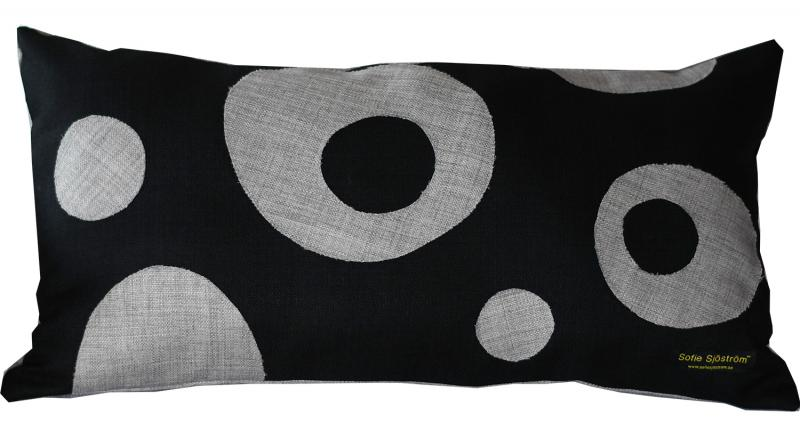 Dots stoppad kudde grå/svart 65x35 cm