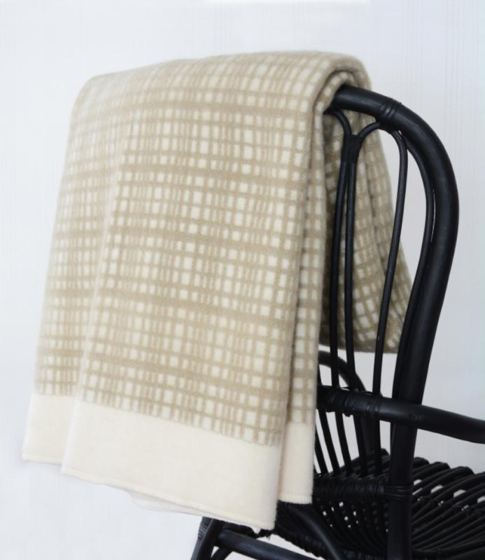 DARLING LAMBSWOOL THROW beige/offwhite