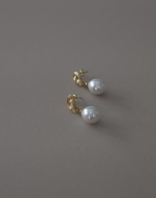 GOLD KNOT AND PEARL EARRINGS