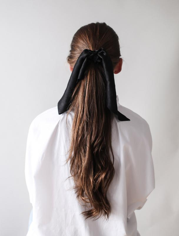 SCRUNCHIE W. SCARF SILK BLACK