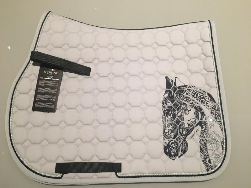 equiline holly hoppschabrak med hästhuvud