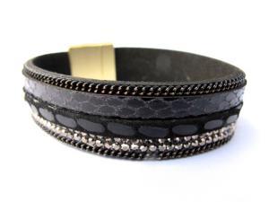 Svart läderarmband med vita kristaller och kedjor