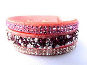 Rosa snittat läderarmband med Kristaller