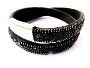 Svart dubbel armband med svarta paljetter