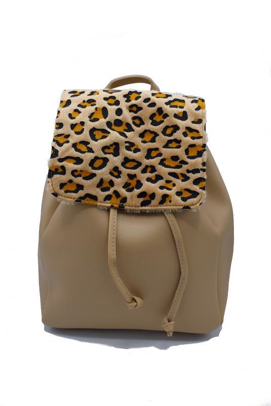 Beige ryggsäck med leopardmönster