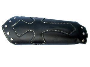 Stort läderarmband med Kors och nitar