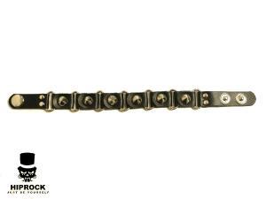 Läderarmband med konformade nitar