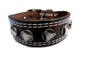 Brunt läderarmband med smycken