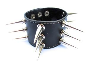 Läderarmband med spik nitar