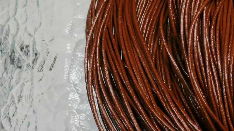 Lädersnöre 1,5 mm.