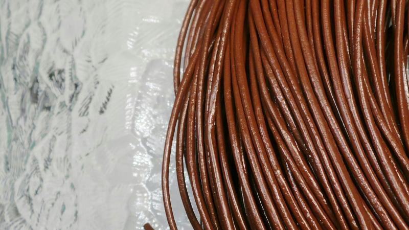 Lädersnöre 2 mm.