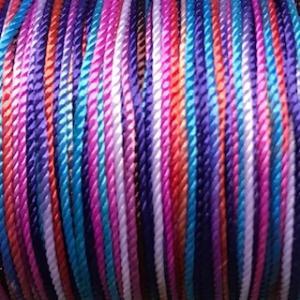 Nylontråd 1 mm. Multifärgad.