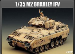 Bradley IFV w. Interior 1/35