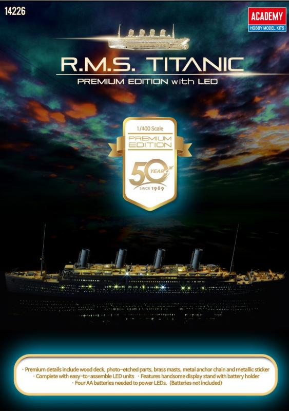 R.M.S TITANIC PREMIUM EDITION WITH LED, wood deck, photo etch, brass details, 1/400