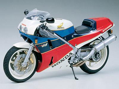 Honda VFR750R - CF457 1/12
