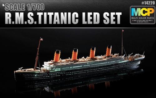 Titanic MCP + LED Set 1/700