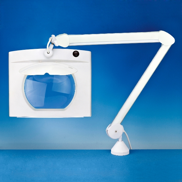 Rectangular long reach matnifier lamp
