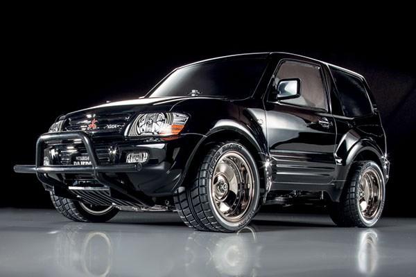 Radiostyrd bil, svart jeep, R/C MITSUBISHI PAJERO CUSTOM LOWRIDER