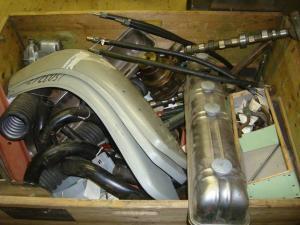 Diverse motordelar till volvos beninsexa . Årgång 50 talet