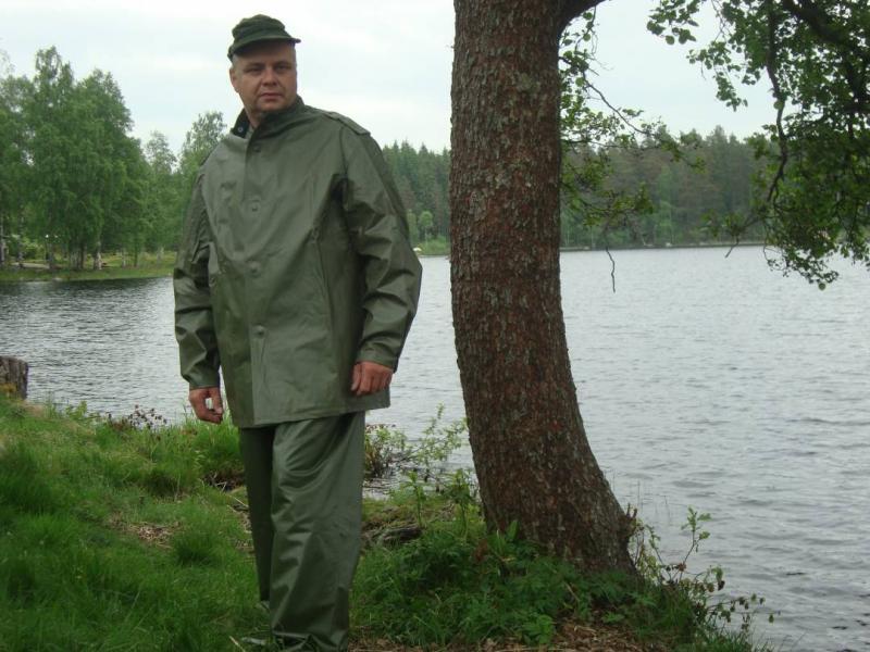 NYA Kraftiga regnkläder direkt från försvaret