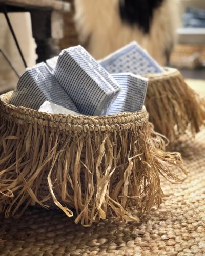 Raffia basket set of 2